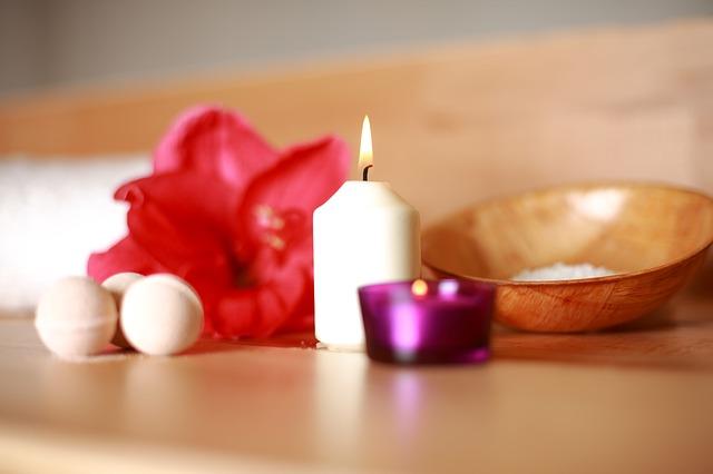květina a svíčka