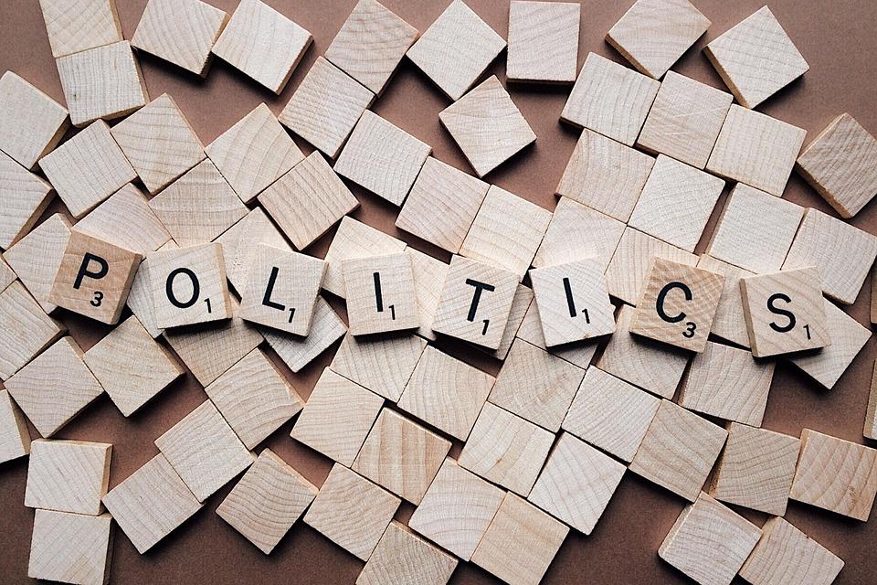 politika na kostkách
